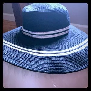 XL Black And White Sun Stripe Hat
